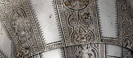 Декорированный нержавеющий лист – отличный материал для оформления интерьеров и экстерьеров