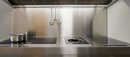 Нержавеющая сталь в дизайне интерьера – стильно и практично