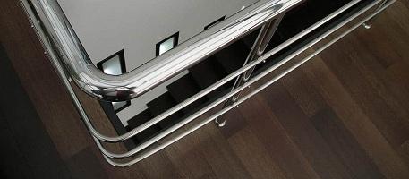 Нержавеющая труба для перил при устройстве лестницы